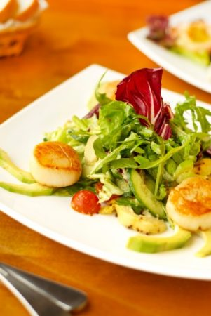 Sizzling Scallop and Avocado Salad Recipe