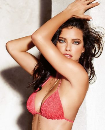 Adriana Lima Follows Low-Carb Paleo Diet to Look Amazing