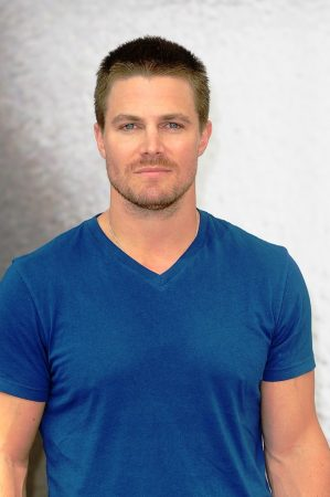 Arrow Star Stephen Amell shares workout for Fitness Friday,