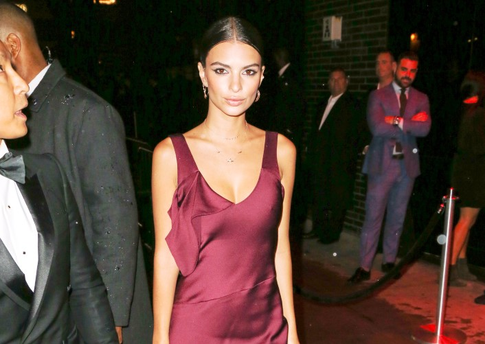 Emily Ratajkowski Shows How To Get Free Food
