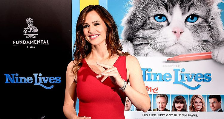 Super Hot Jennifer Garner! Ben Affleck Can't Keep Away from Her