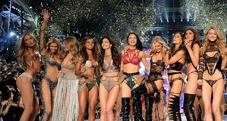 Watch VS Fashion Show 2016 on CBS with VS Angels Flaunting Super Toned Bodies, Wings, VS Lingerie, & Fantasy Bra