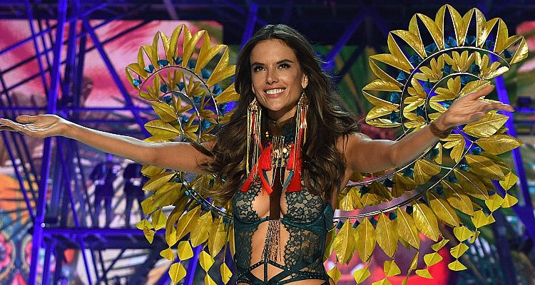 Alessandra Ambrosio Shows off Incredible Bikini Body on Instagram