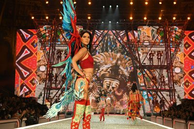 Victoria's Secret Wings: Hadid Sisters, Kendall Jenner's Stunning Runway Walk, amid Criticism of Not Being Worthy