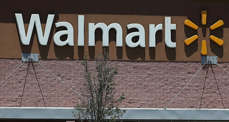 Walmart Christmas Hours: Open on Christmas Eve, Closed on ...