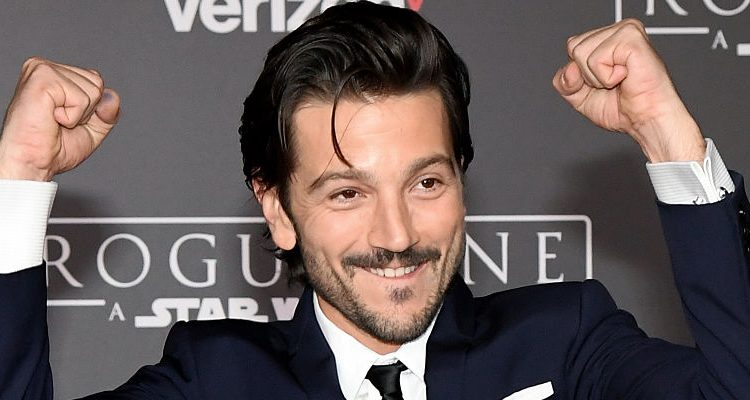 """Did Diego Luna Work Harder to Stay in Shape for """"Rogue One"""" than to Change His Accent?"""