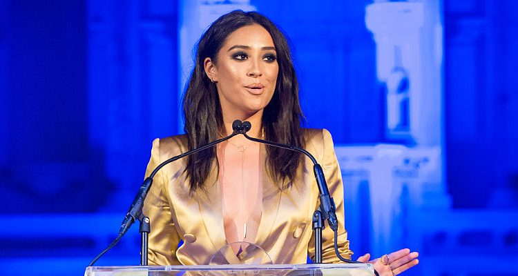 """""""Pretty Little Liars"""" Star Shay Mitchell Indulges in Lindt Chocolates, Still Maintaining Her Slim Body"""